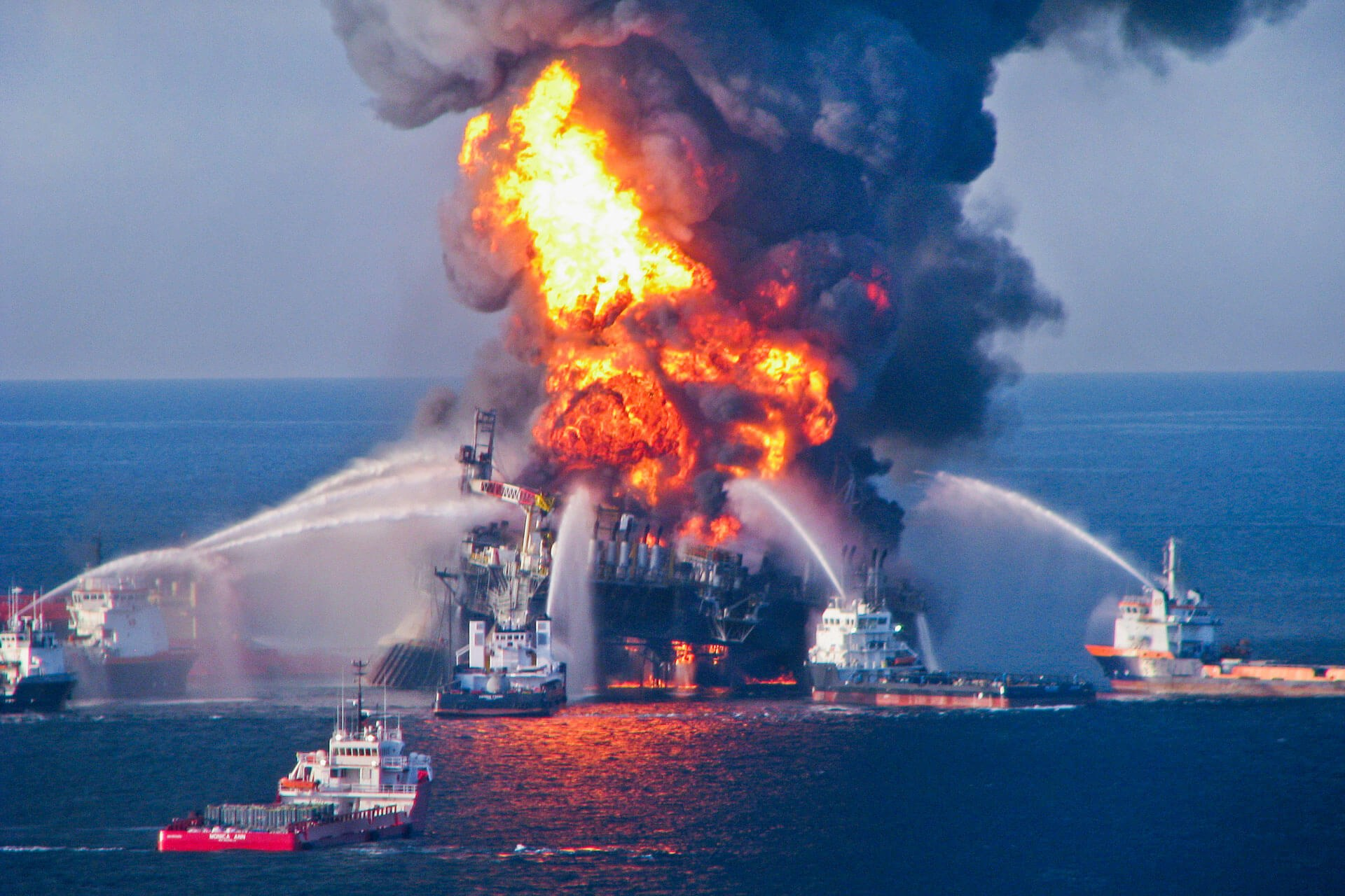 Deepwater horizon oil rig blast and fire o1080 3